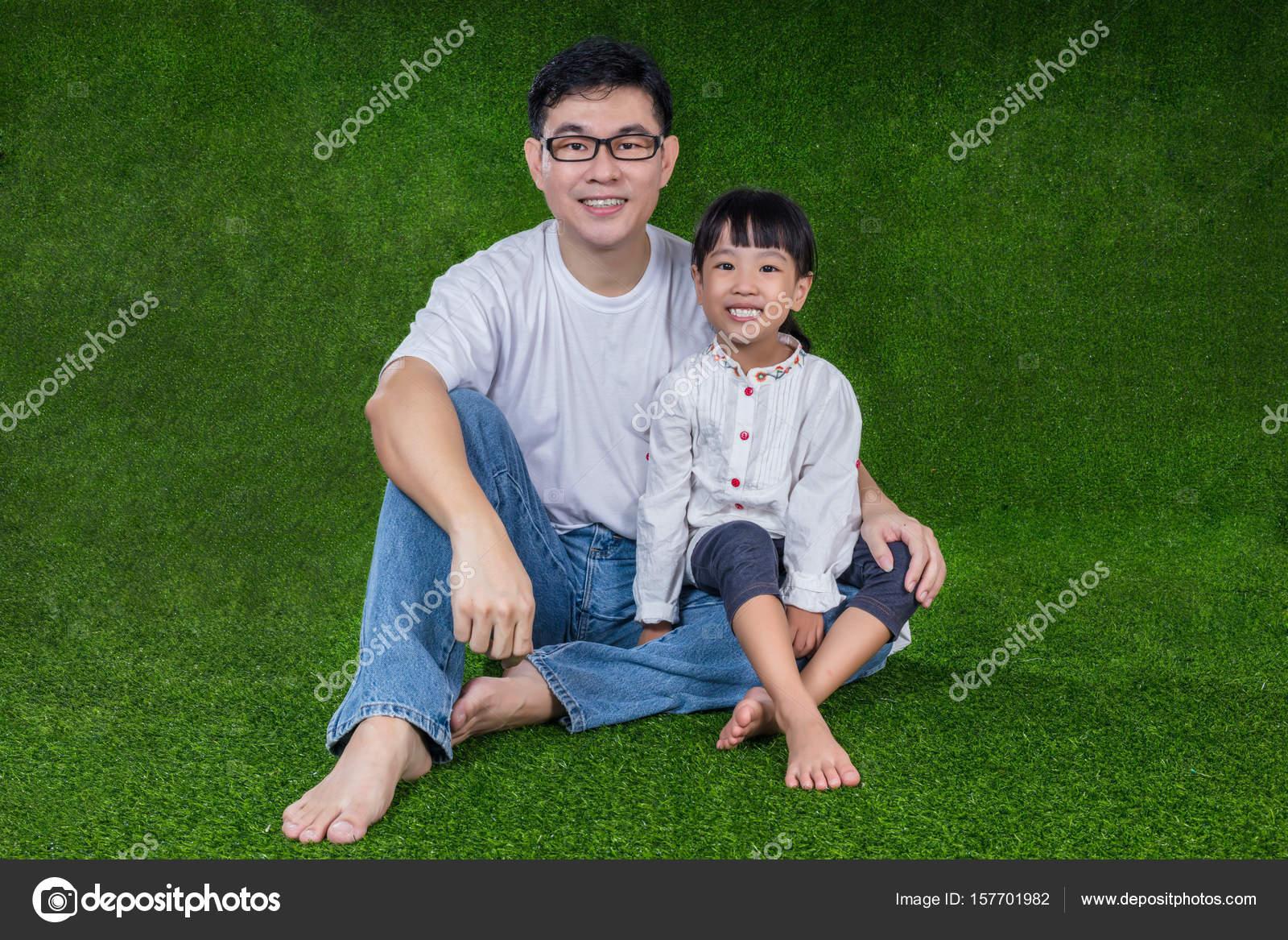Японские шоу отец и дочь онлайн, Японское порно шоу отец должен отгадать дочь 16 фотография