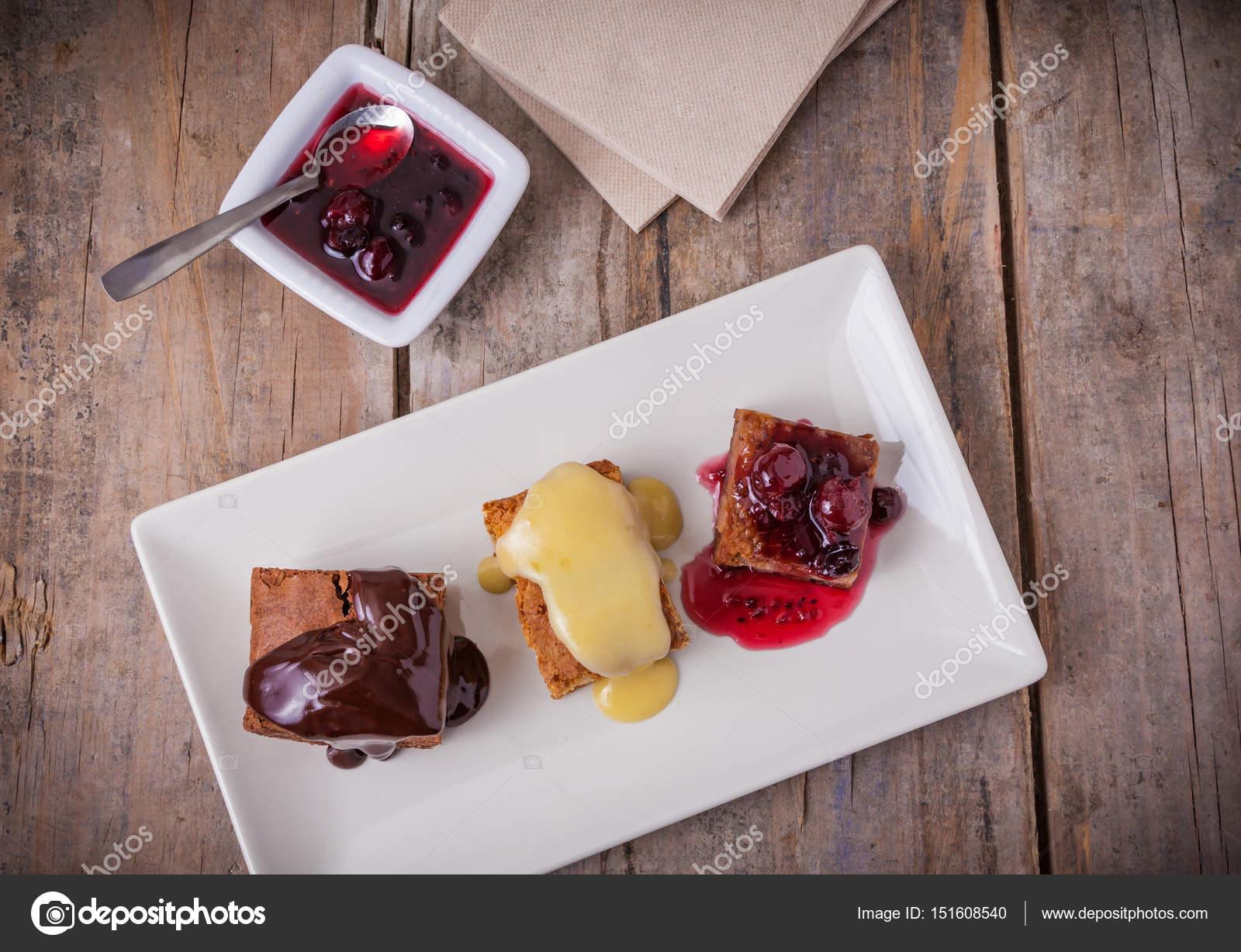 Drei Verschiedene Desserts Kuchen Mit Schokolade Vanille Kuchen