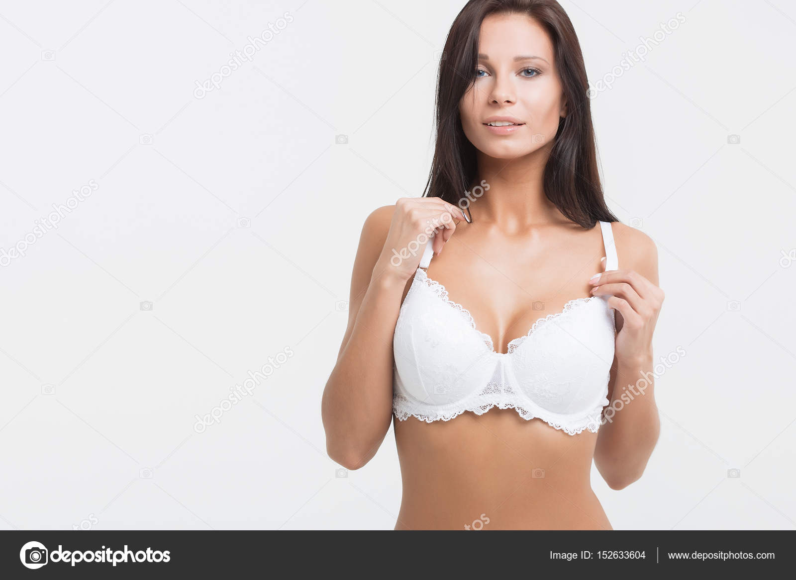 31175fd2f Garota de lingerie em fundo branco — Stock Photo © 3kstudio  152633604
