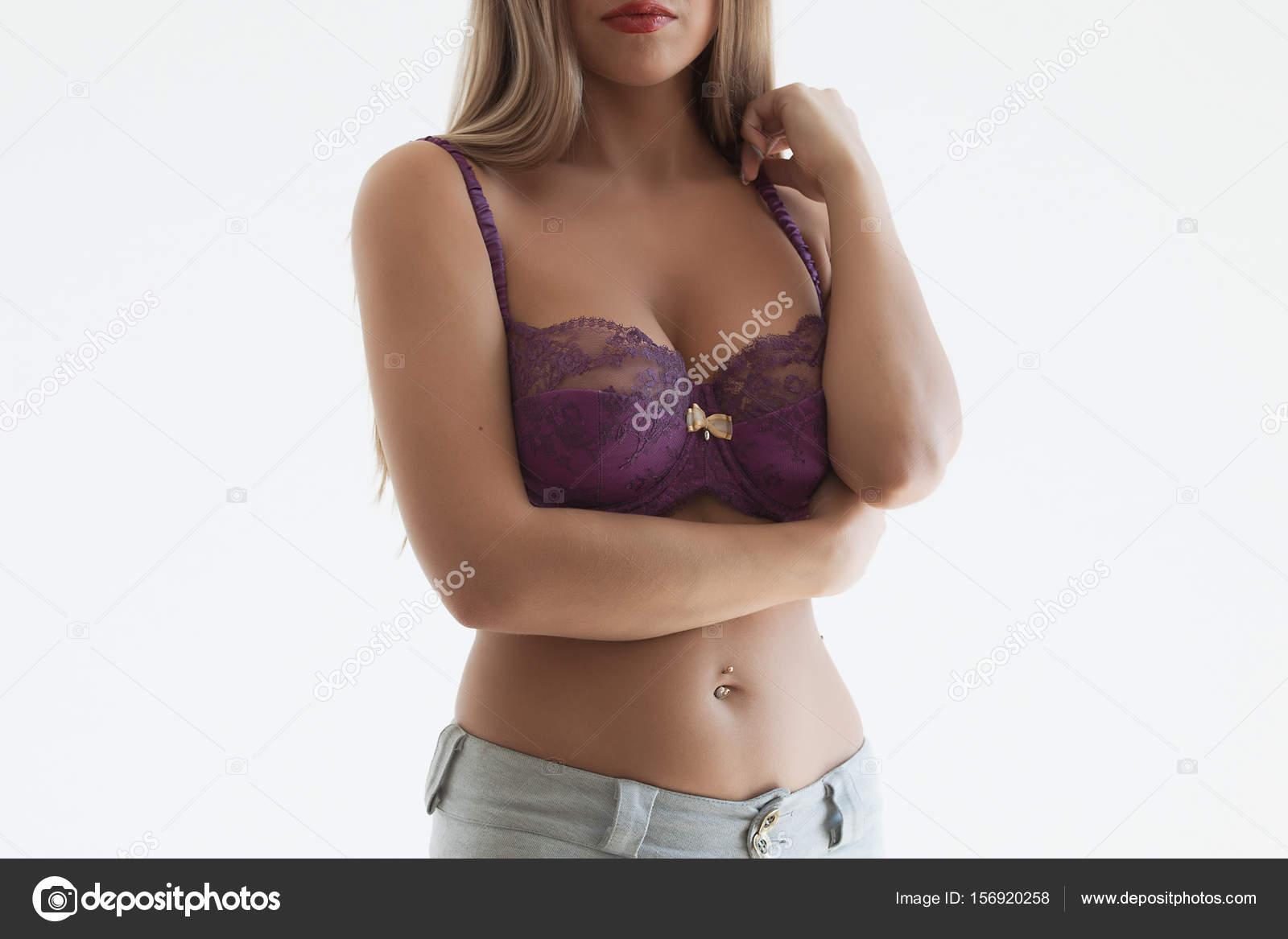 schöne weibliche brust — Stockfoto © 3kstudio #156920258