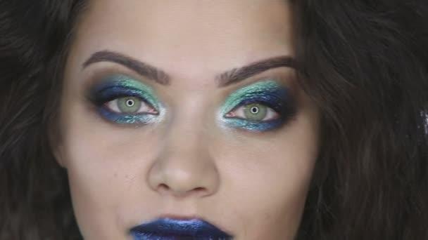 Dívka s vlasy a úžasného makeupu.