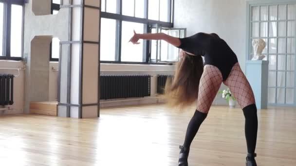 Ballerina professionista esegue la sua danza