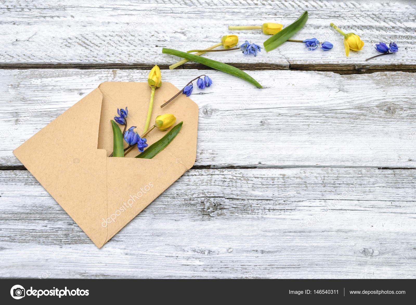 Kağıt çiçeklerini kendi elleriyle yönetin