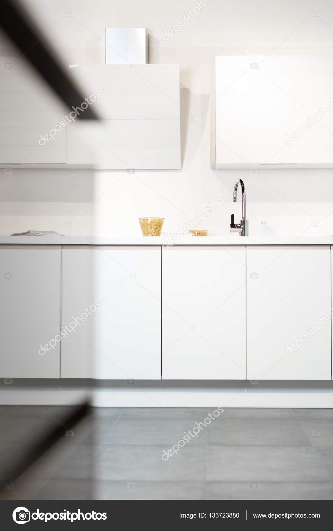 fregadero de una cocina moderna — Foto de stock © Myvisuals #133723880