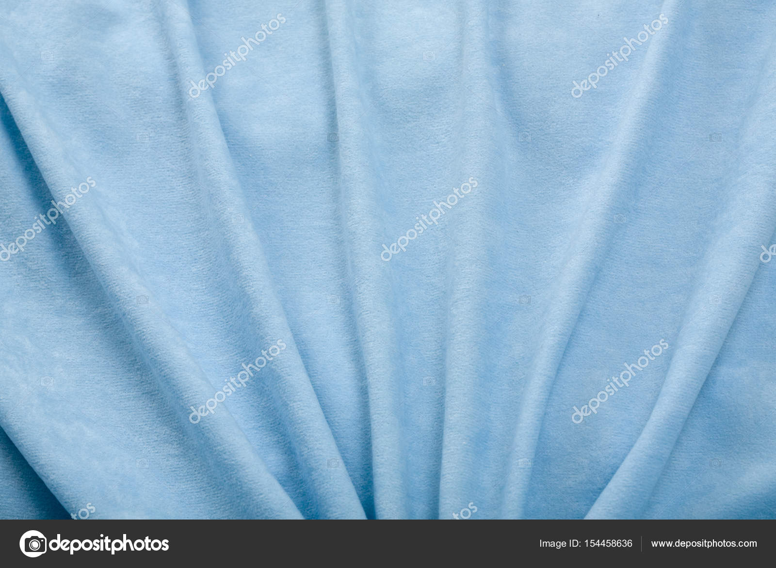 https://st3.depositphotos.com/5080845/15445/i/1600/depositphotos_154458636-stockafbeelding-blauwe-velours-gordijnen.jpg