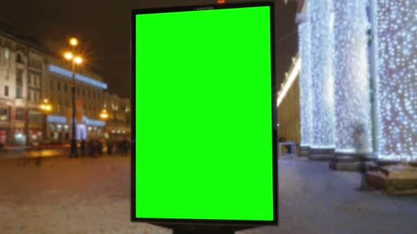 egy óriásplakát, egy zöld képernyő-ra egy elfoglalt utca