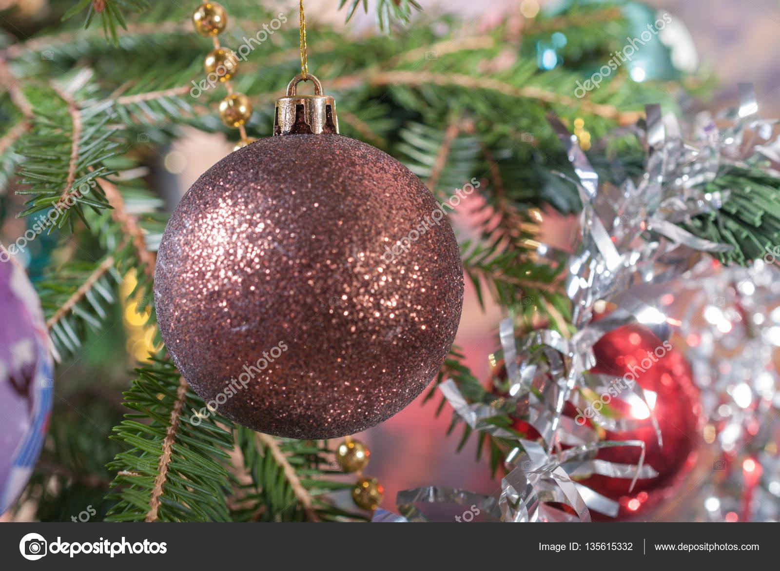 Weihnachtsbaum Girlande.Weihnachts Ball Auf Dem Baum Beule Und Weihnachtsbaum Girlande