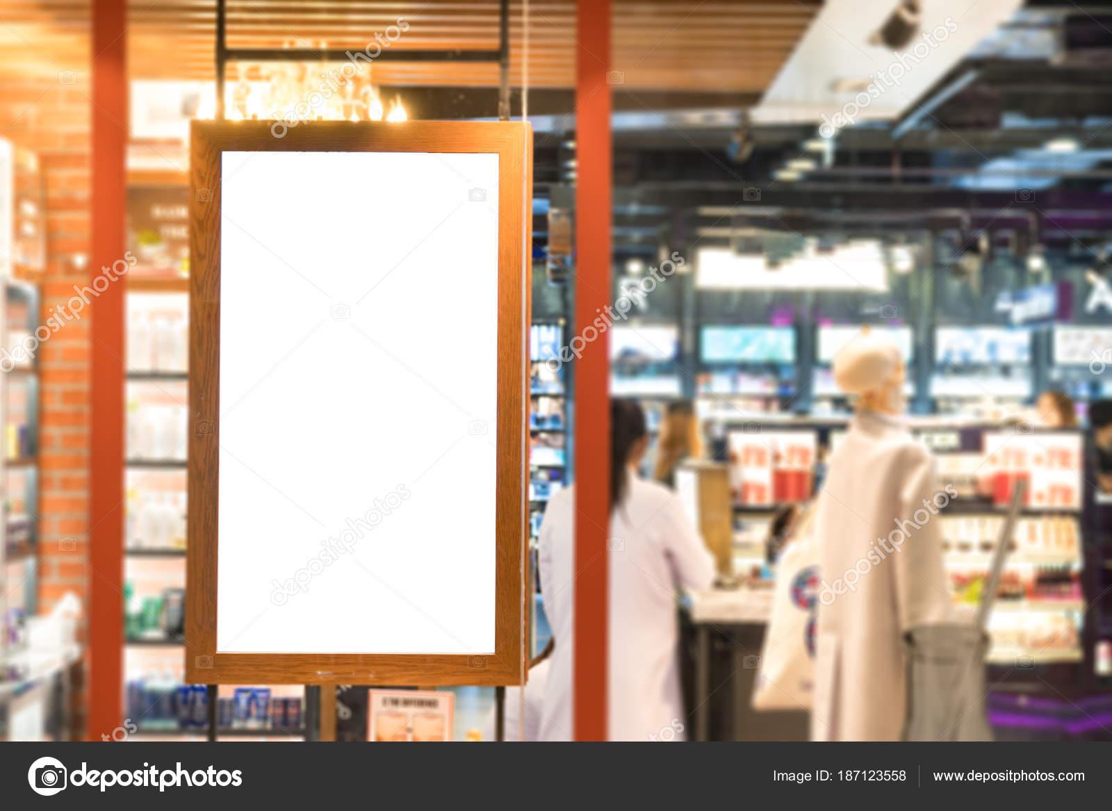 marco de madera vacía cartel Visualiza en la ventana de cristal en ...
