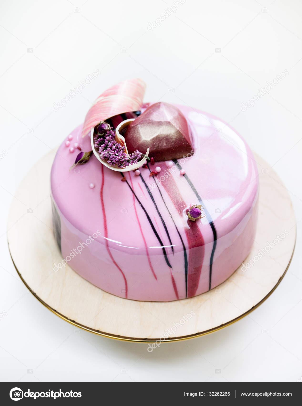 G teau mousse rose minimaliste avec recouvert de gla age for Glacage miroir rose