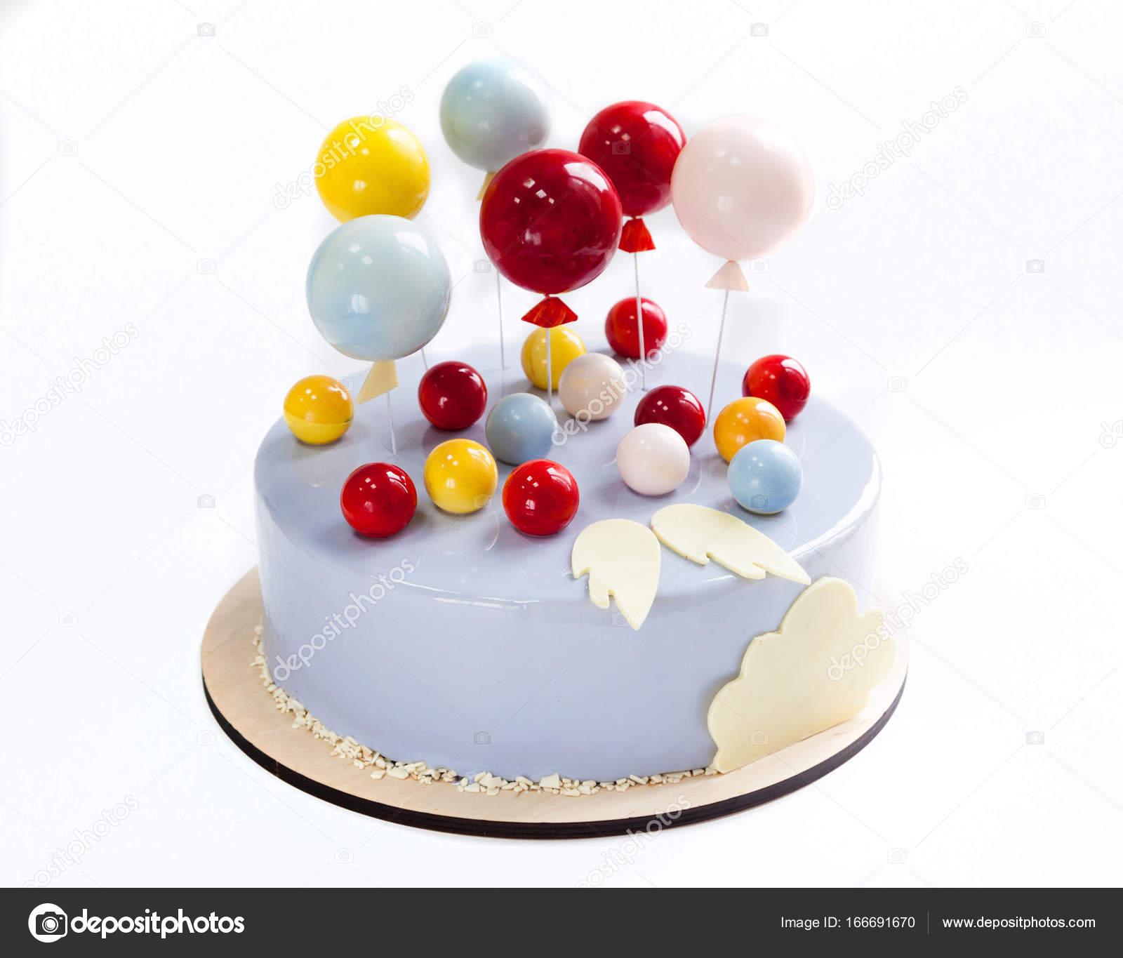 Torta Di Compleanno Con Decorazioni Di Palloncini E Ali Al