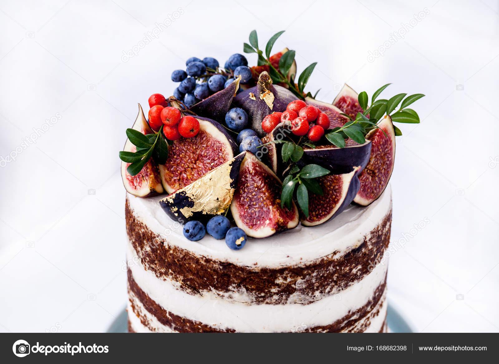 szép torta képek Szép születésnapi torta, a füge és a fekete áfonya — Stock Fotó  szép torta képek