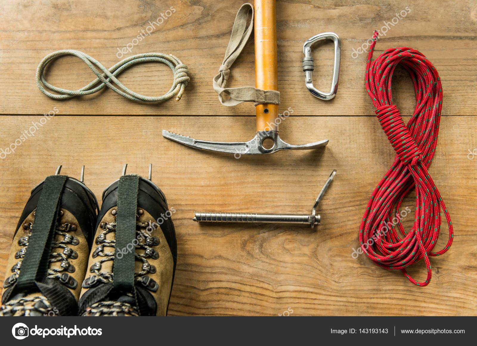 reputable site 77e88 d96be Attrezzatura: corda, scarpe da trekking, attrezzi da ...