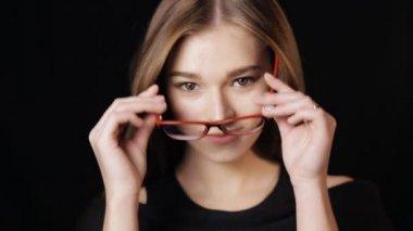 Видео сочные девушки позирует на белом или черном фоне фото 459-66