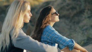 Молодые с 30 летними женщинами видео