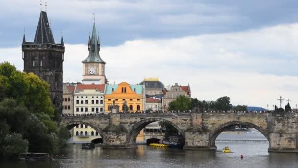Pohled na Karlův most a staré město pražské