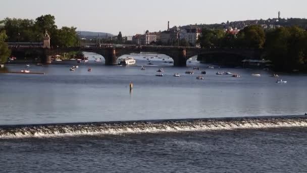 Pohled na staré město Praha a Vltava řeka slunečný den