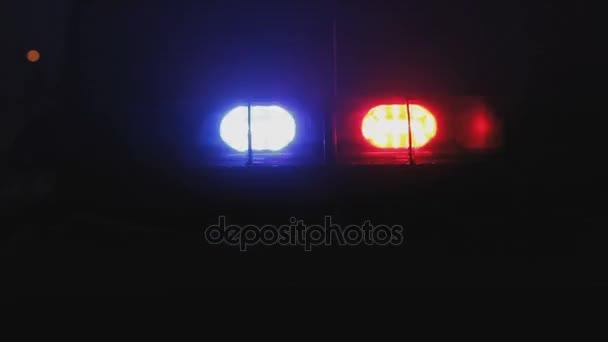 Nouzová světla policejní auto v noci
