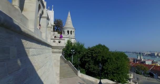 Kilátás a magyar parlament és a Dabube folyó a Halászbástya. Budapest.