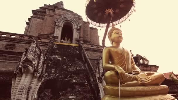 Buddha a templomban Chiang Mai-ban.