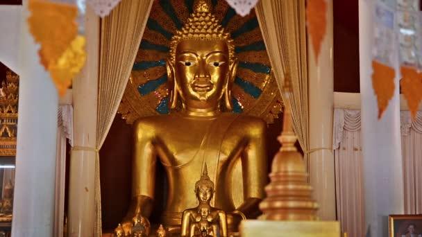 Buddha v chrámu v Chiang Mai