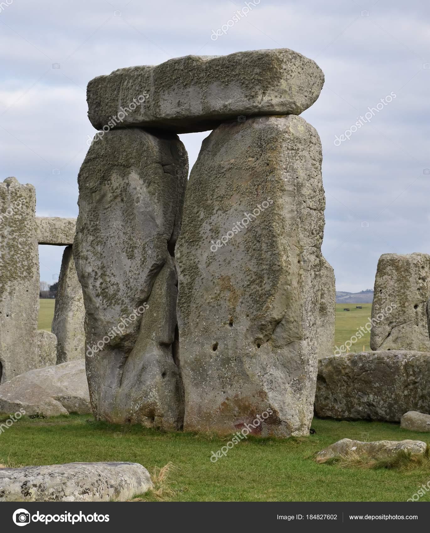 ストーンヘンジは新石器時代青銅...