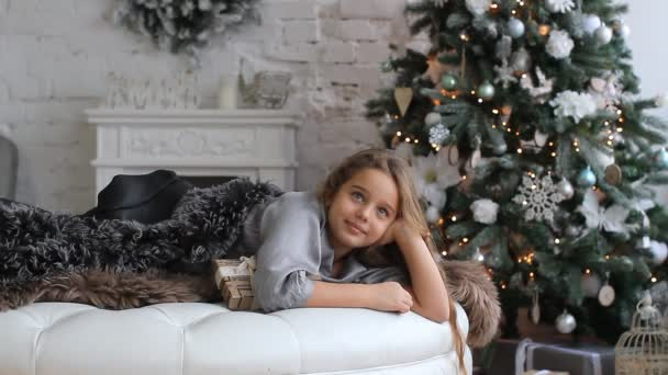 girl on the background of the Christmas tree.