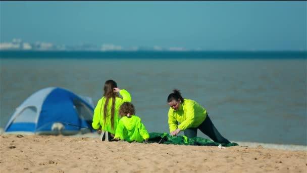Családi kirándulás a strand sátor