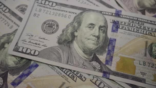 Podnikatel je počítání nové bankovky. Dolarů detail