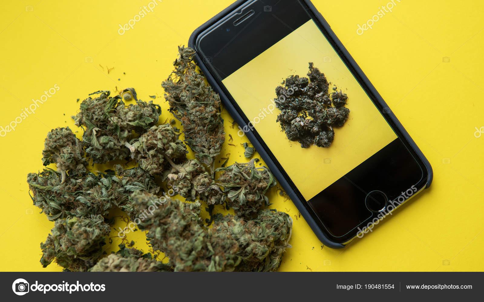 Immagini Sfondi Marijuana Per Telefono Telefono Cellulare Con Una