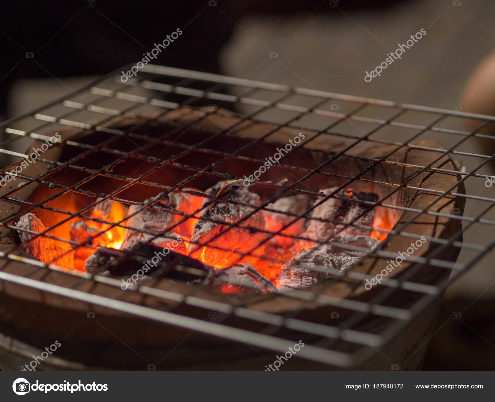 καυτά γυμνό gril
