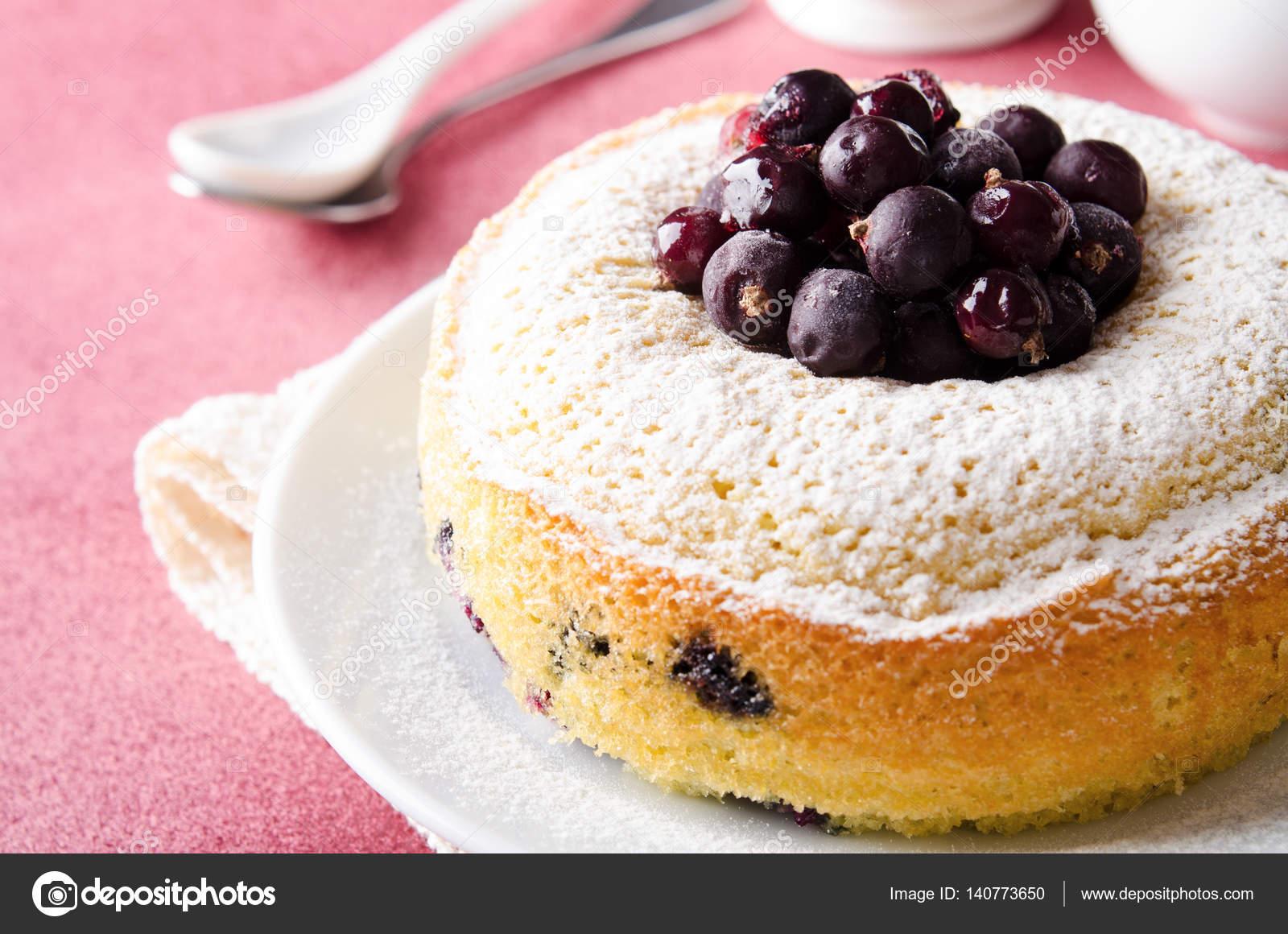 Schwarze Johannisbeeren Kuchen Auf Rosa Hintergrund Mit Tee