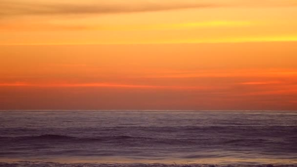 Oceán západu slunce a obloha