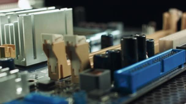 Memória-bővítőhely alaplapon a chipset és a vezetékes kapcsolat
