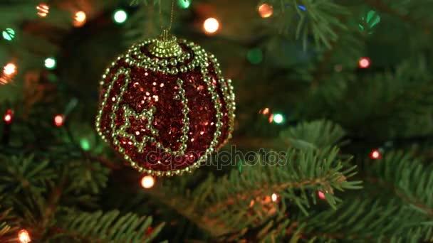 Albero Di Natale Con Decorazioni Blu : Magicamente decorazioni albero di natale con palline nastri e