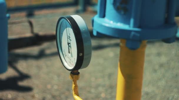 Tlakoměr na plynové potrubí. Potrubí na ropy a čerpací stanice. Výroba paliva. Stanice pro čištění a zpracování zemního plynu. Vysoké tlakové senzory. uzavírací ventil
