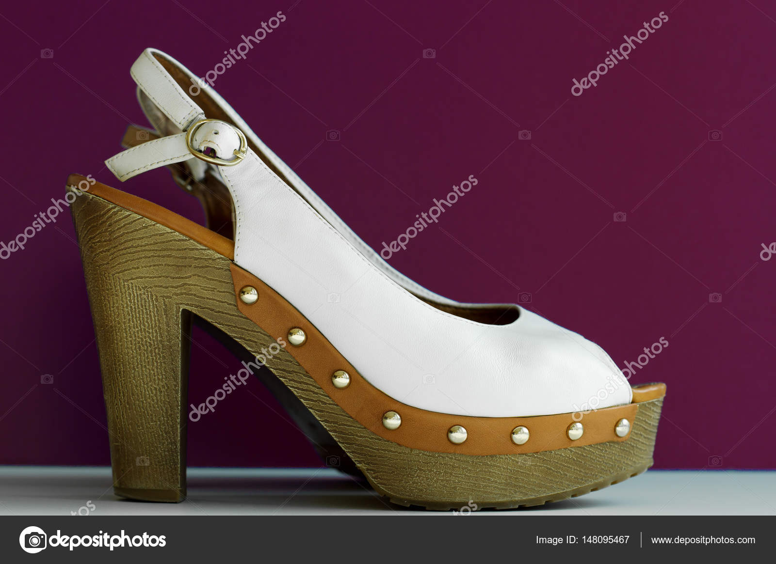759a6295ba6 Λευκό καλοκαιρινό παπούτσια για τις γυναίκες σε ψηλά τακούνια σε μοβ ...