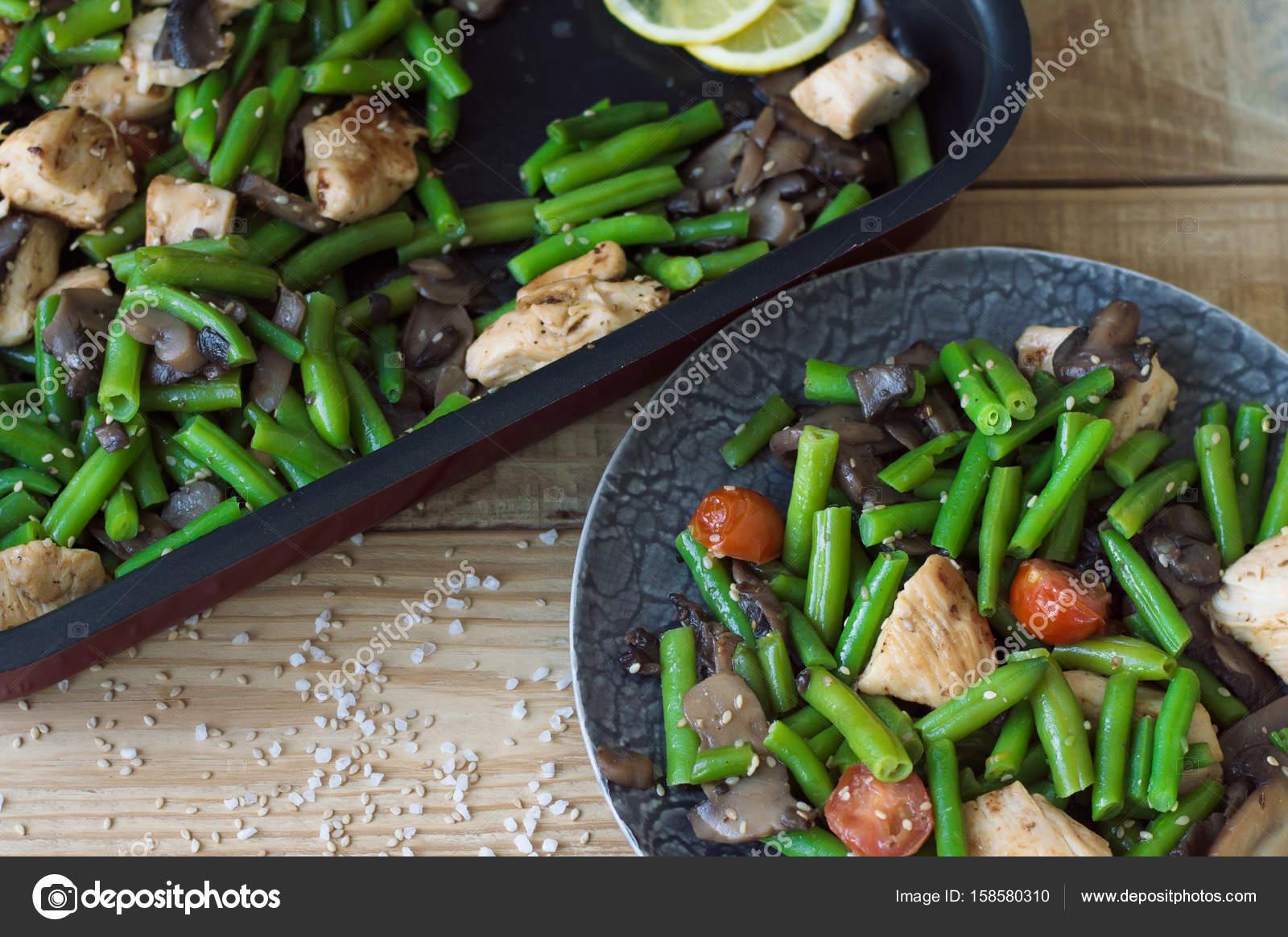 Tavuk göğsü ile sıcak salata hazırlamak nasıl