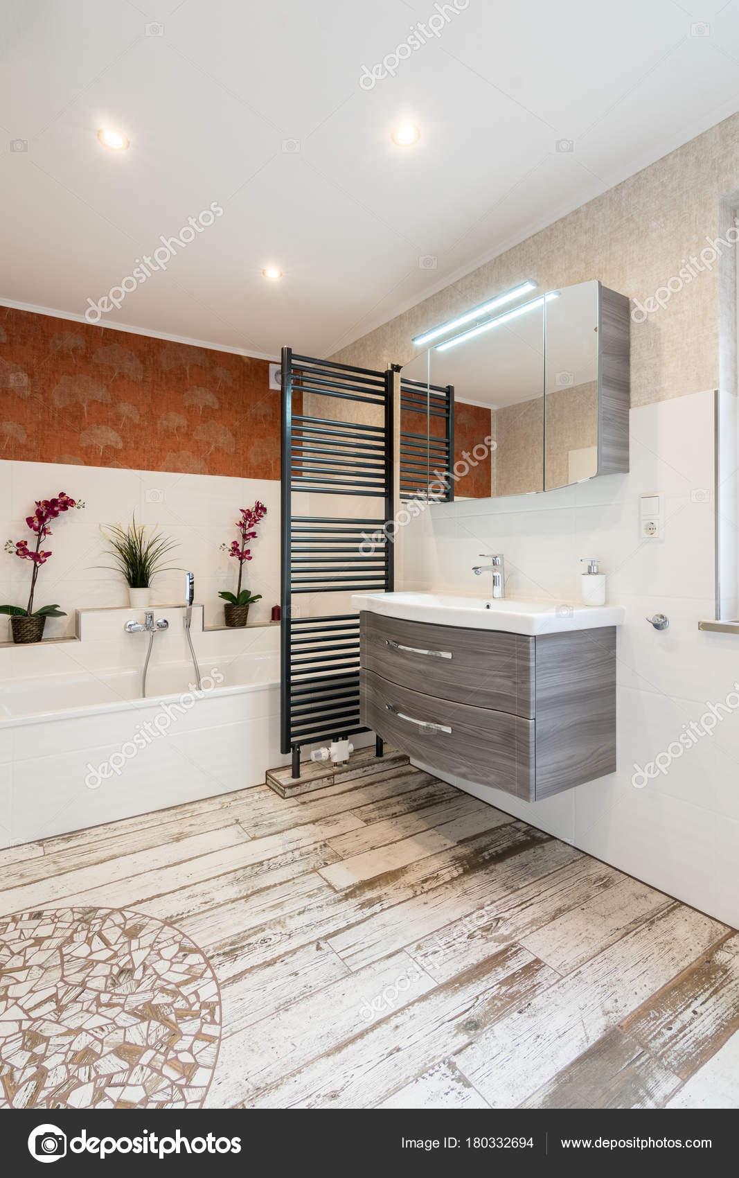 https://st3.depositphotos.com/5248351/18033/i/1600/depositphotos_180332694-stock-photo-modern-bathroom-in-vintage-style.jpg