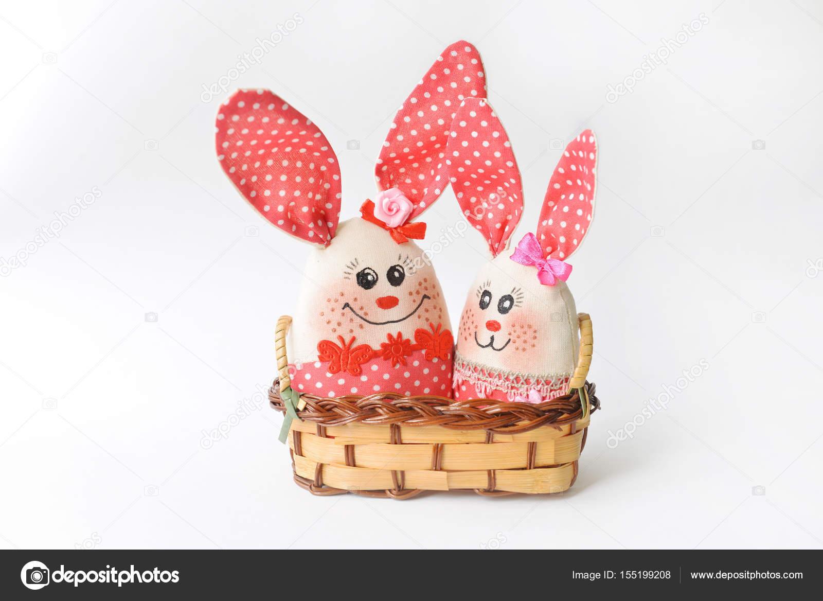 Spielzeug Handarbeit zwei Kaninchen Ostern Nähen — Stockfoto ...
