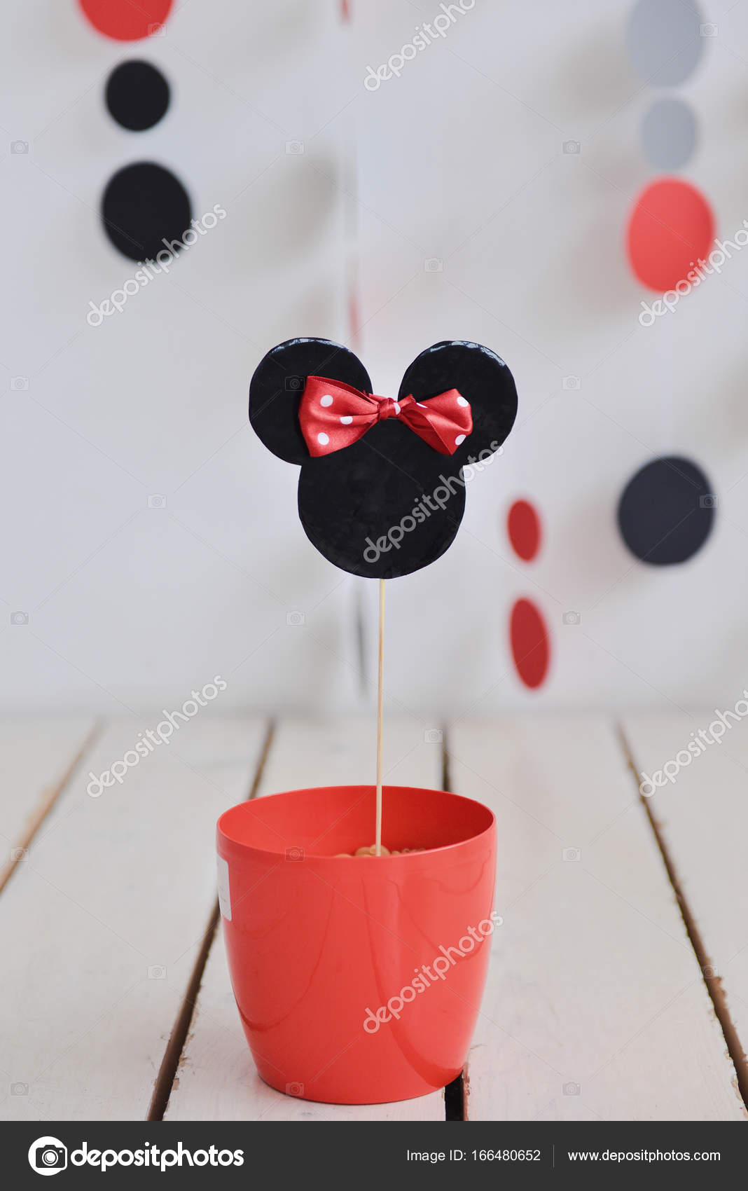 Casser le g teau decor anniversaire mickey mouse photographie olgachan 166480652 - Decoration mickey anniversaire ...