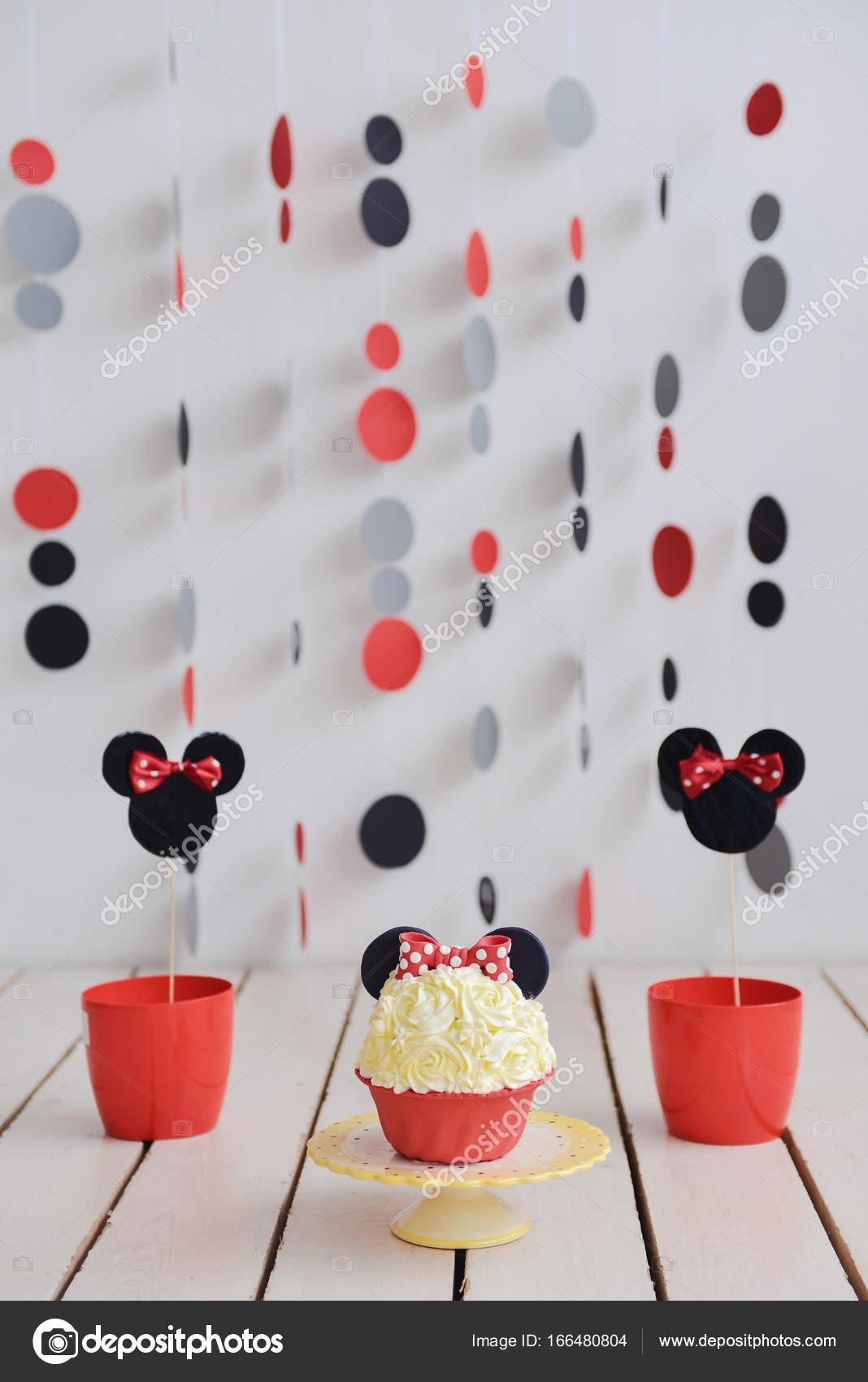 Romper El Pastel Decoracion Cumpleanos Mickey Mouse Foto De Stock