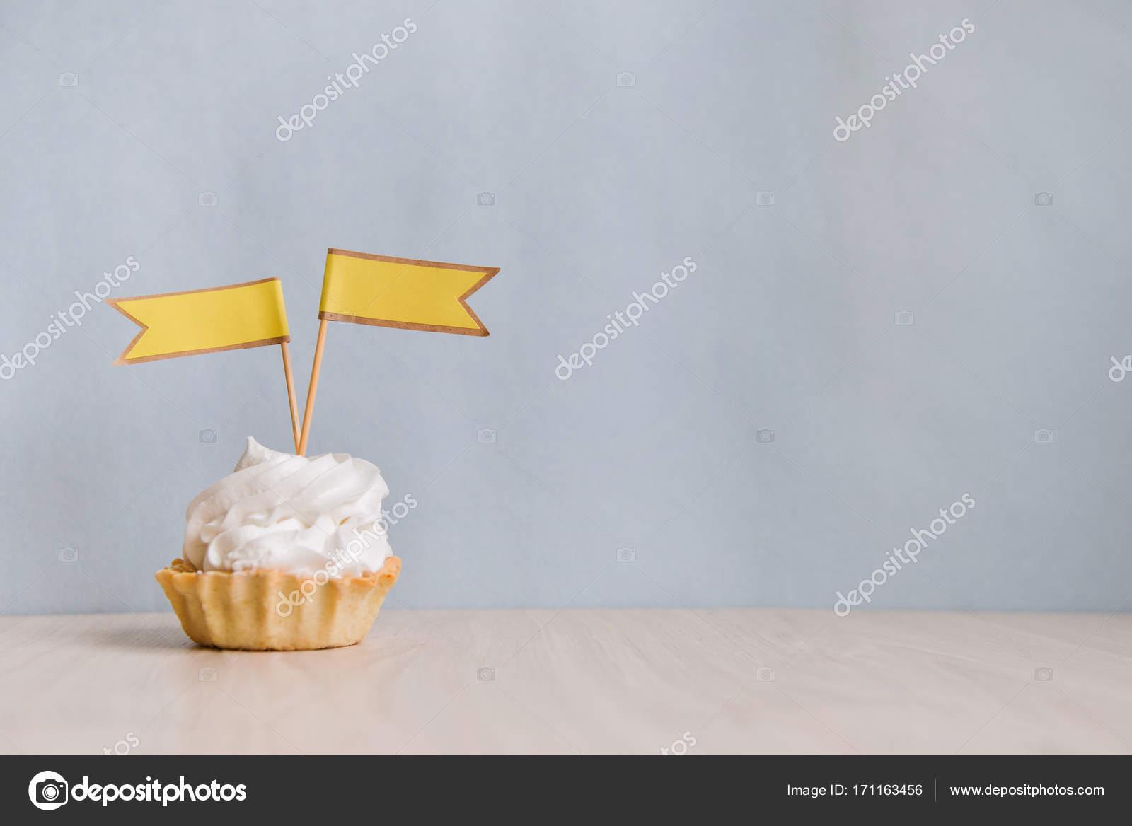 decoraç u00e3o para barra festa de aniversário, bolos de chocolate u2014 Stock Photo u00a9 OlgaChan #171163456