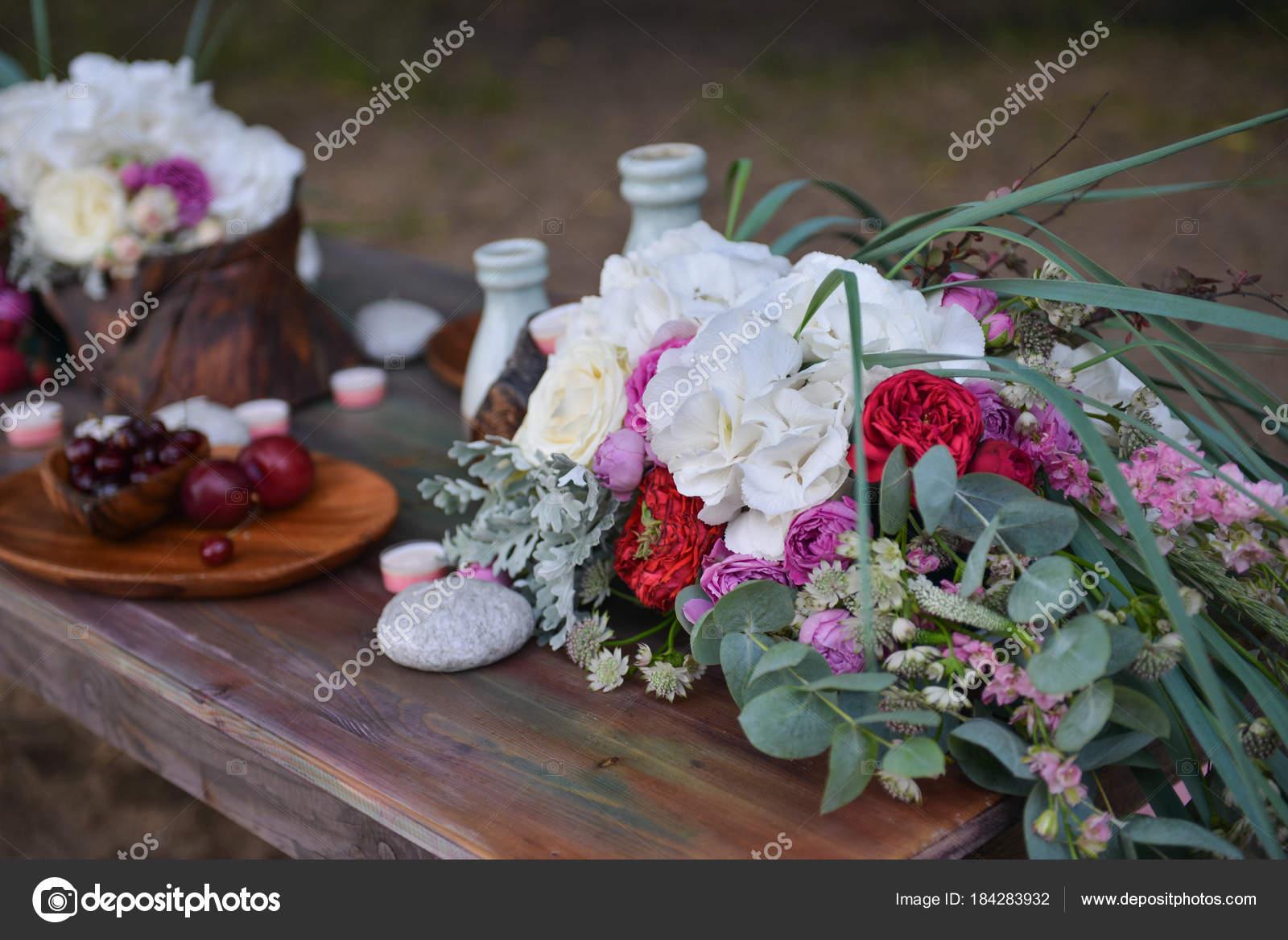 Wesele Kwiatowy Wystrój W Stylu Boho Zdjęcie Stockowe Olgachan