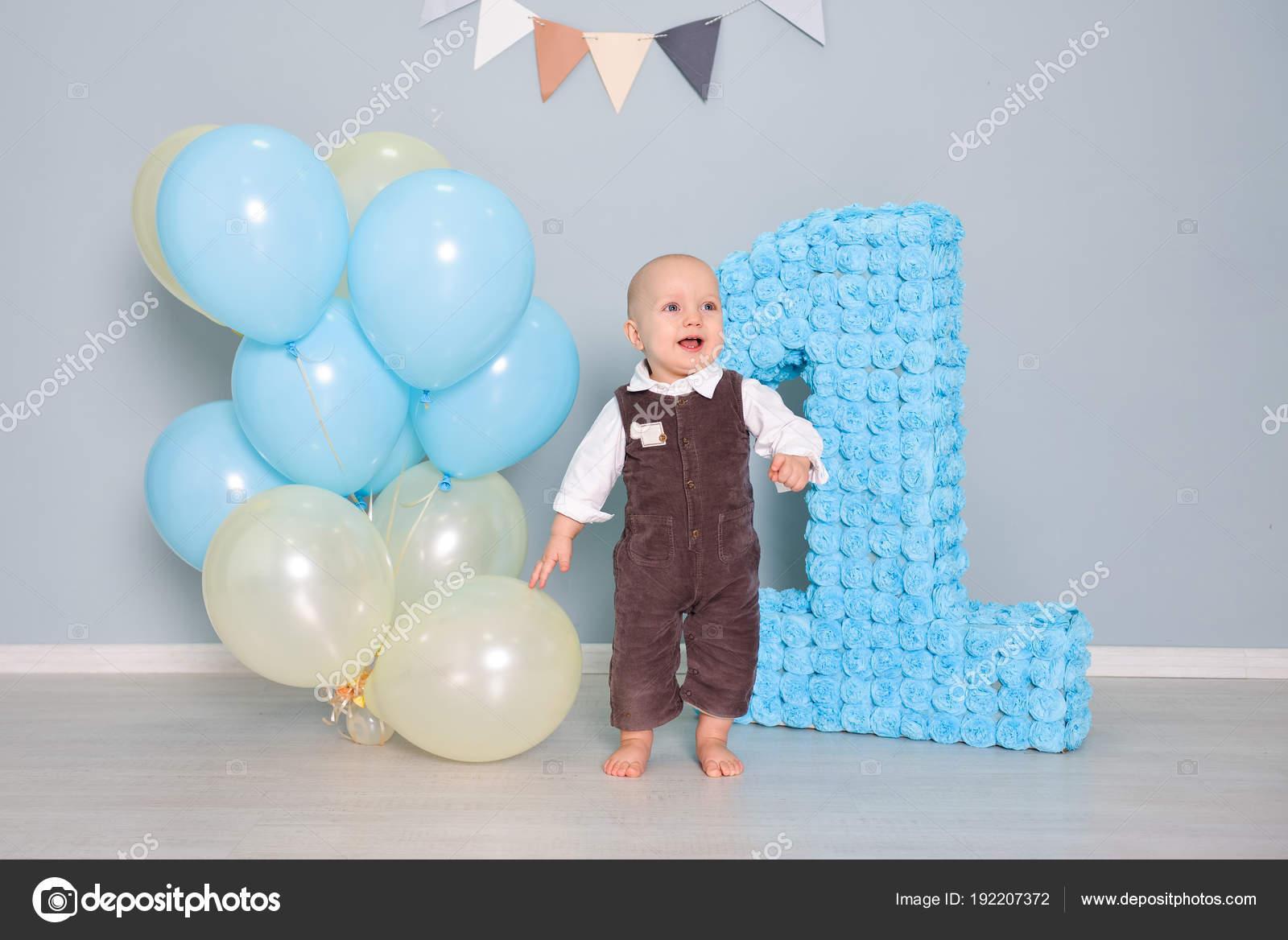 smash taart eerste verjaardag. Smash de taart, een thematische verjaardag  smash taart