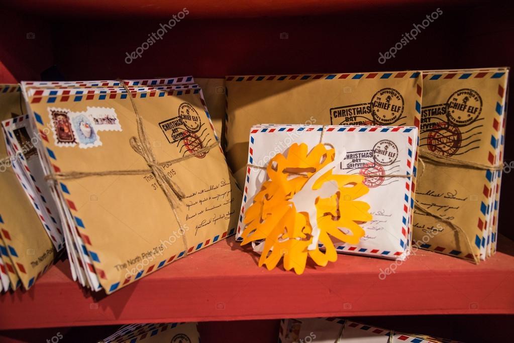 Brief An Den Weihnachtsmann In Einem Wohnheim Auf Dem Regal