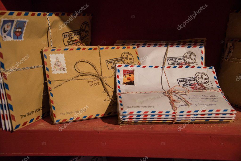 Brief An Den Weihnachtsmann Auf Einem Regal In Der Residenz