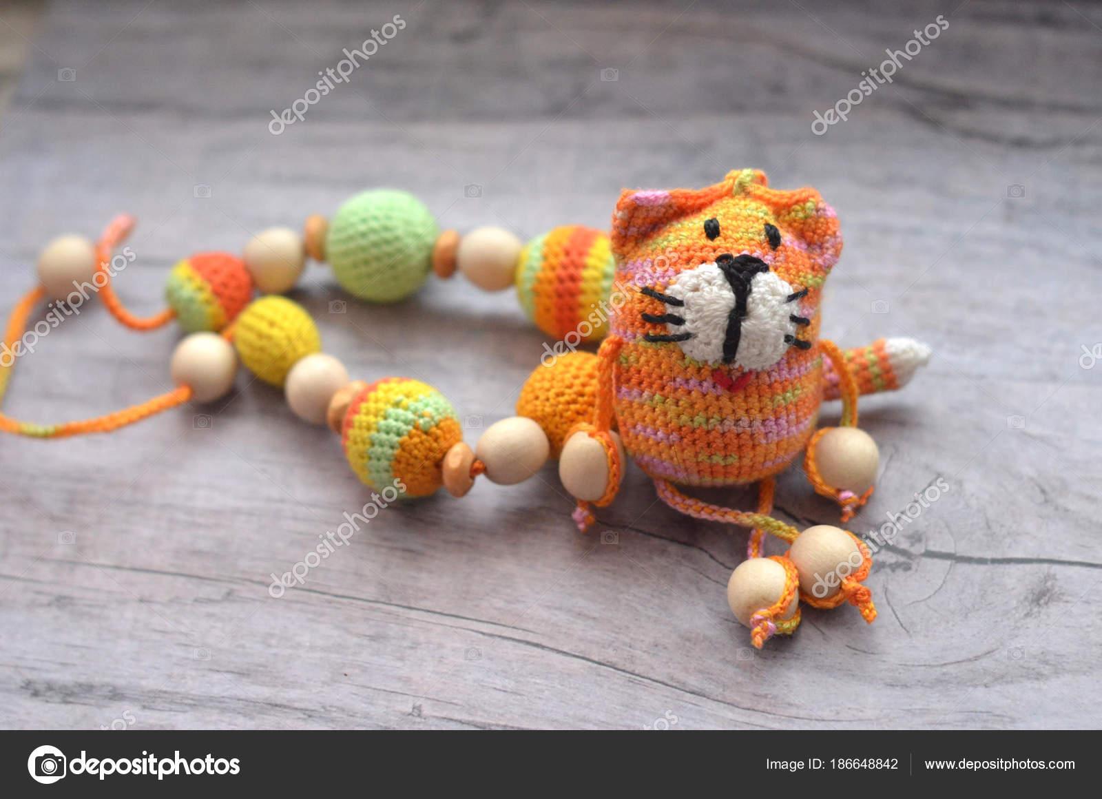 Punto rosa rayas hecha a mano a mano gato. Juguete de los niños ...