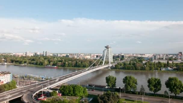 Ufo tower a most přes řeku Dunaj v Bratislavě