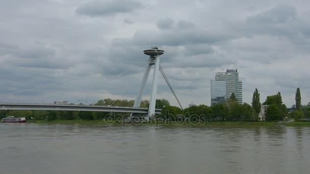 Most přes řeku Dunaj v Bratislavě