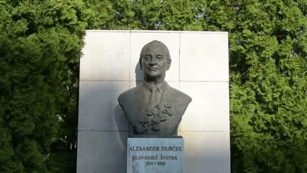 Busta Alexandra Dubek v Bratislavě